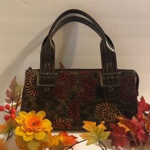 Just In!🍁🆕RARE FIND SHARIF Floral Embossed